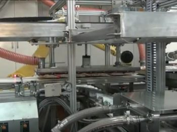 ロボット自動化事例:減菌トレー取り出しロボットシステム