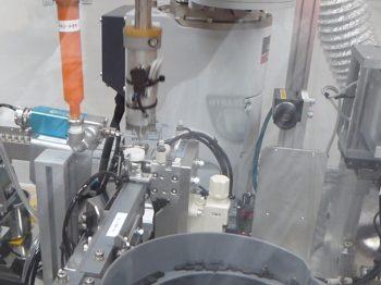 ロボット自動化事例:医療用品組付けロボットシステム