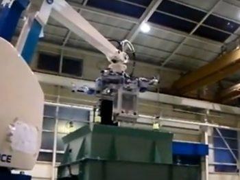 ロボット自動化事例:パレダイジング設備(自動ハンド交換装置付き)